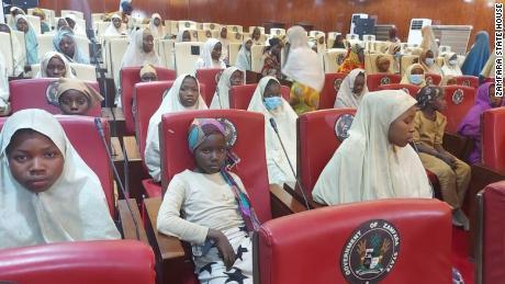 Hàng trăm nữ sinh Nigeria đã được thả vài ngày sau khi họ bị bắt cóc