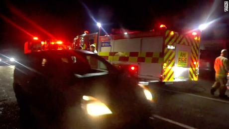 Les voitures évacuent de Haumoana dans l'île du Nord vers la Nouvelle-Zélande tôt vendredi matin.