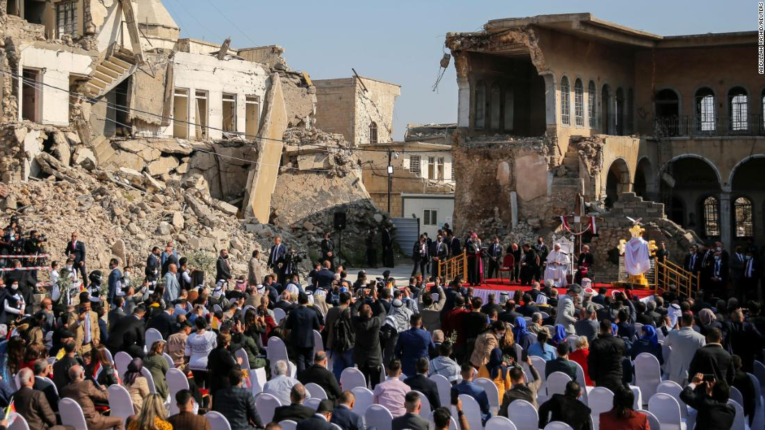 Amid the rubble of Mosul, Pope Francis declares hope