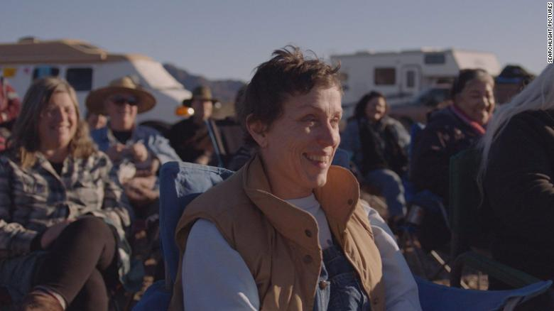 Frances McDormand membintangi & quot; Nomadland & quot;  (2020), disutradarai oleh Chloe Zhao