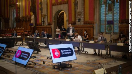 جلسه هیئت امنای پایتخت جهان موبایل بارسلونا در ماه ژوئیه ، جایی که این گروه متعهد به برگزاری کنگره جهانی موبایل در بارسلونا تا سال 2024 است.