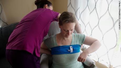 카테터 합병증을 줄이기 위해 의료 복이 사용됩니다.