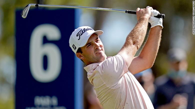 McCarthy memainkan tembakannya dari tee keenam selama putaran kedua The Players Championship.