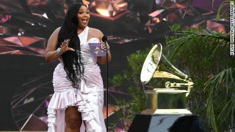 Lizzo prend la parole sur scène lors de la 63e cérémonie annuelle des Grammy Awards à Los Angeles, le 14 mars.