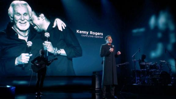 """Lionel Richie pays tribute to the late Kenny Rogers with a performance of """"Lady."""""""