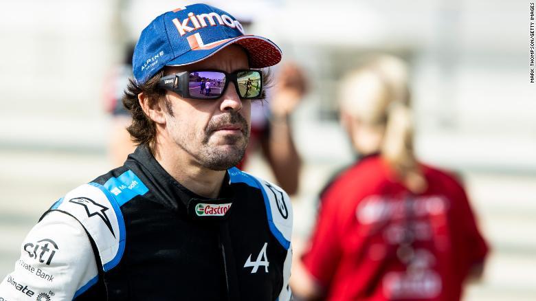 Alonso sebagai bagian dari Tim F1 Alpine saat uji coba di Bahrain.