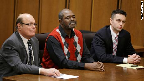 Kwame Ajamu, center, formally known as Ronnie Bridgeman, sits in the courtroom between attorney's Terry Gilbert and David Mills, right, in 2014.