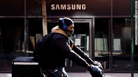 Глобальная нехватка микросхем по-прежнему сказывается на Samsung, Honda и Volkswagen