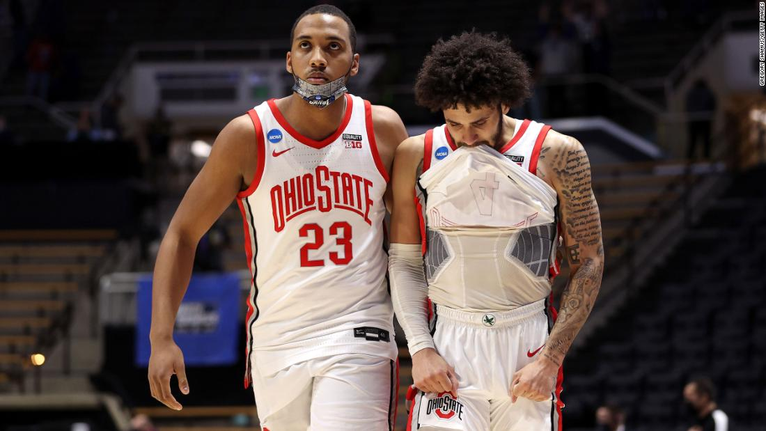 Ohio State's Zed Key, left, and Duane Washington Jr. react after the loss to Oral Roberts.