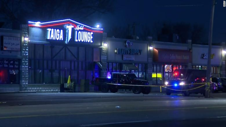 8 people stabbed in fight that began at Detroit hookah lounge