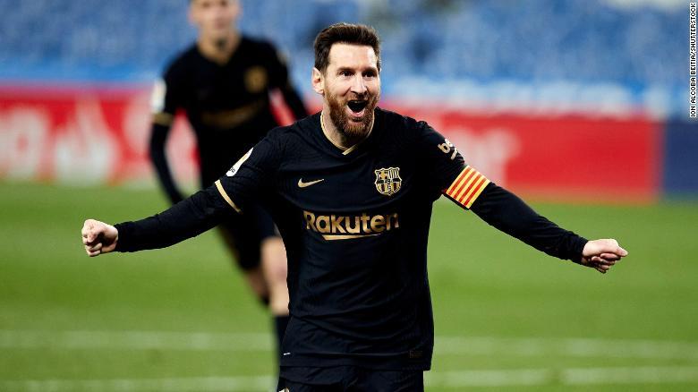 Messi merayakan setelah mencetak gol melawan Real Sociedad.