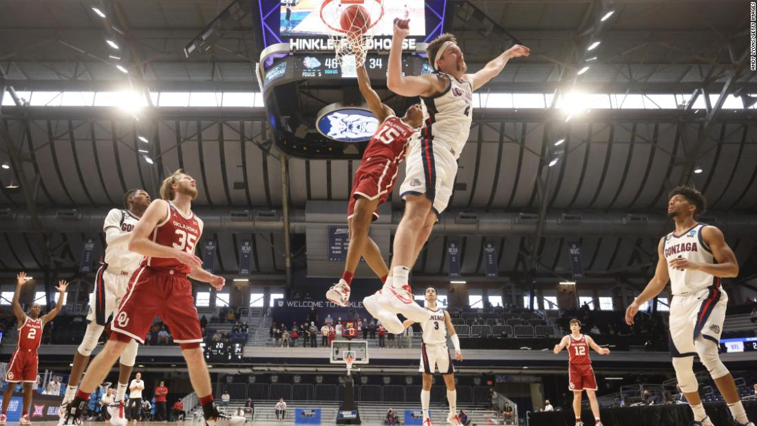 Oklahoma's Alondes Williams dunks the ball during the Sooners' second-round game against Gonzaga. Gonzaga won 87-71 to advance to the Sweet Sixteen.