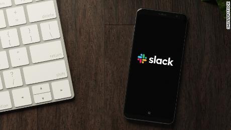 O Slack anunciou que permitiria que qualquer um fizesse DM.  Então, as pessoas comentaram que poderia ser uma ideia muito ruim.