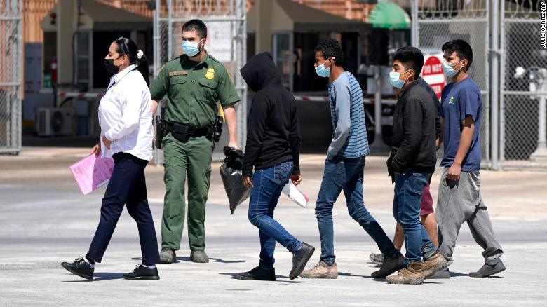 US on track to encounter record 2 million migrants on the southern border, government estimates show