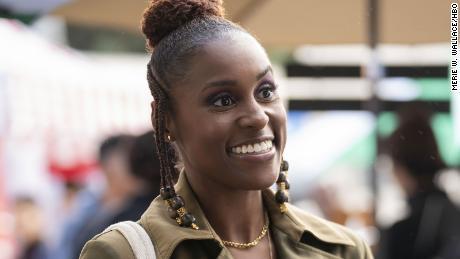 & quot; Небезопасный & quot;  звезда Исса Рэй только что подписала новый пятилетний контракт с WarnerMedia, материнской компанией HBO.