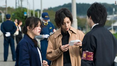 Yuko Takeuchi (tengah) di & quot;  Nona Sherlock.  & quot;