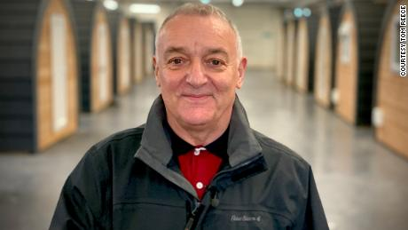 Former Manchester United player Lou Macari turned his attention to helping the homeless.
