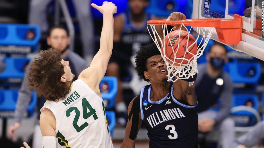 Villanova's Brandon Slater dunks the ball during a Sweet Sixteen matchup with Baylor on Saturday. Baylor advanced with a 62-51 victory.