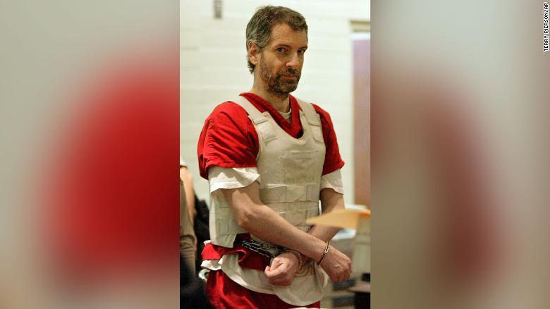 Serial killer Joseph Edward Duncan dies