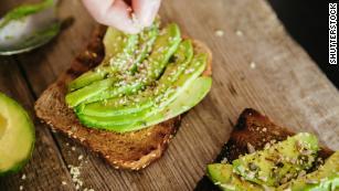 Alto em & quot; bom & quot;  gordurosos e com baixo teor de carboidratos, os abacates têm sido associados a melhores & lt; a href = & quot; https: //catalyst.harvard.edu/news/article/one-avocado-a-day-helps-lower-bad-cholesterol-for -heart-healthy-Benefits / & quot;  target = & quot; _blank & quot; & gt; saúde cardiovascular & lt; / a & gt;  através do aumento de & quot; bom & quot;  colesterol e reduzir o colesterol? mau?  colesterol.  Os abacates também têm uma série de outros benefícios à saúde: ricos em folato, vitamina K e vitamina C, eles também contêm & lt; a href = & quot; http: //www.med.umich.edu/1libr/Nutrition/PotassiumHandout .pdf & quot;  target = & quot; _blank & quot; & gt; mais potássio & lt; / a & gt;  do que bananas.