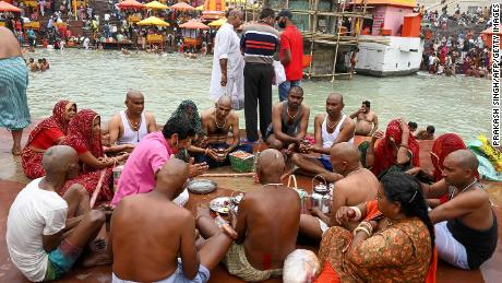 On March 12, during the Kumbh Mela Festival in Harid, India, Hindus held religious ceremonies on the banks of the Ganges River.