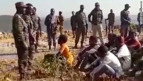 Les États-Unis examinent les informations selon lesquelles l'armée éthiopienne aurait exécuté des hommes non armés après une enquête de CNN