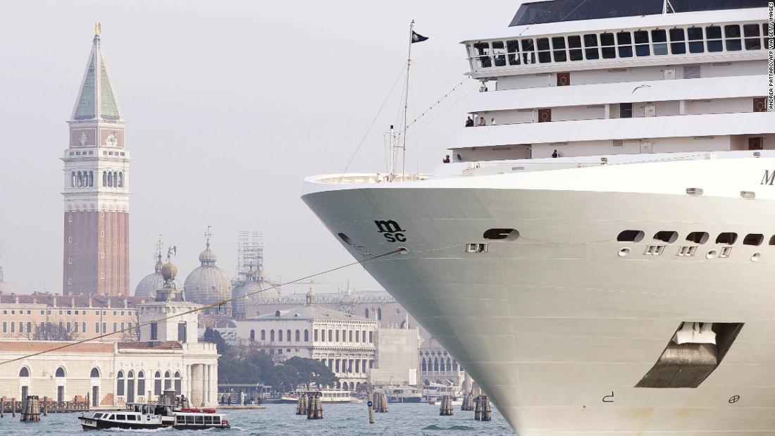 Cruise ships head back to Venice despite ban