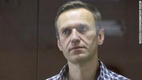 Navalny continues his hunger strike despite high temperature and bad cough