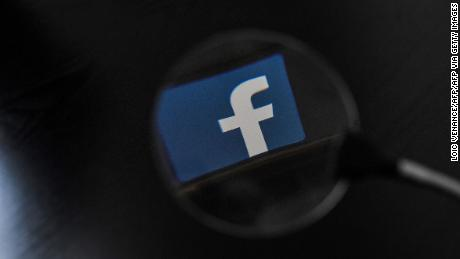 Report: Human smugglers increasingly use Facebook to advertise services at US-Mexico border