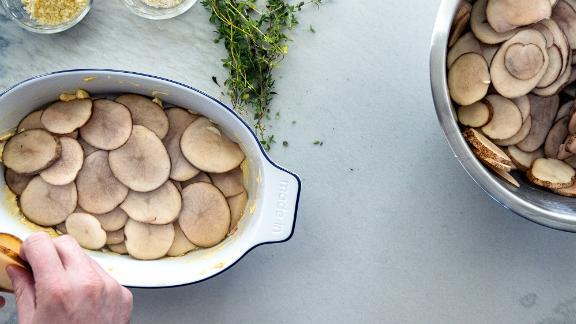 Oval Baking Dish in Blue Rim