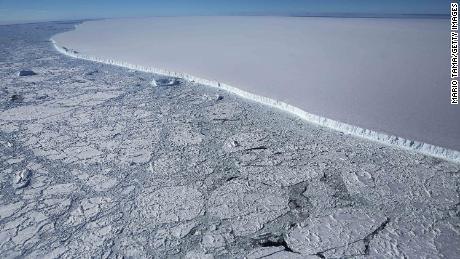 O treime din raftul de gheață din Antarctica riscă să se prăbușească pe măsură ce planeta noastră se încălzește