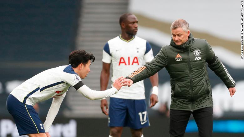 Manajer Manchester United Ole Gunnar Solskjaer mengkritik Son karena momen kontroversial dalam permainan tersebut.