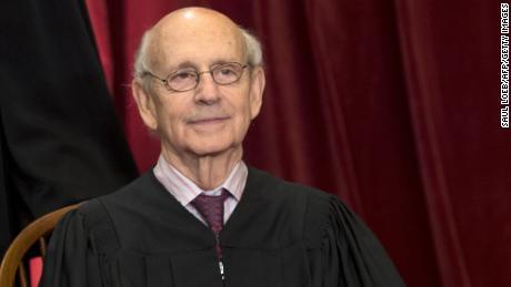 Những người theo chủ nghĩa tự do đấu tranh với việc Breyer từ chối nghỉ hưu