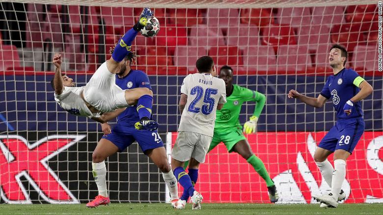 Mehdi Taremi mencetak gol luar biasa ke gawang Chelsea.