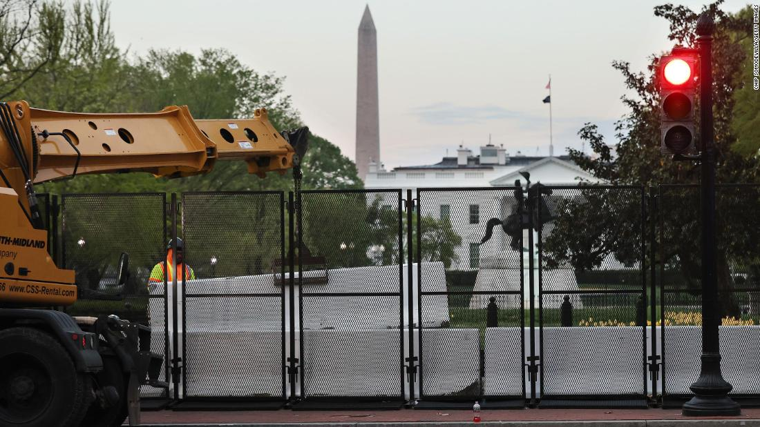 Part of fencing perimeter comes down around White House