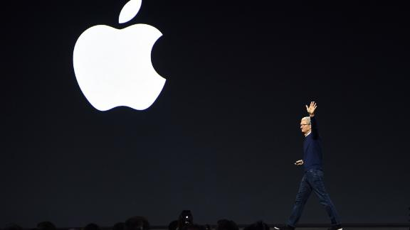 Apple CEO Tim Cook exits the stage during Apple's Worldwide Developers Conference in San Jose, California on June 5, 2017. (Photo by Josh Edelson / AFP)        (Photo credit should read JOSH EDELSON/AFP via Getty Images)