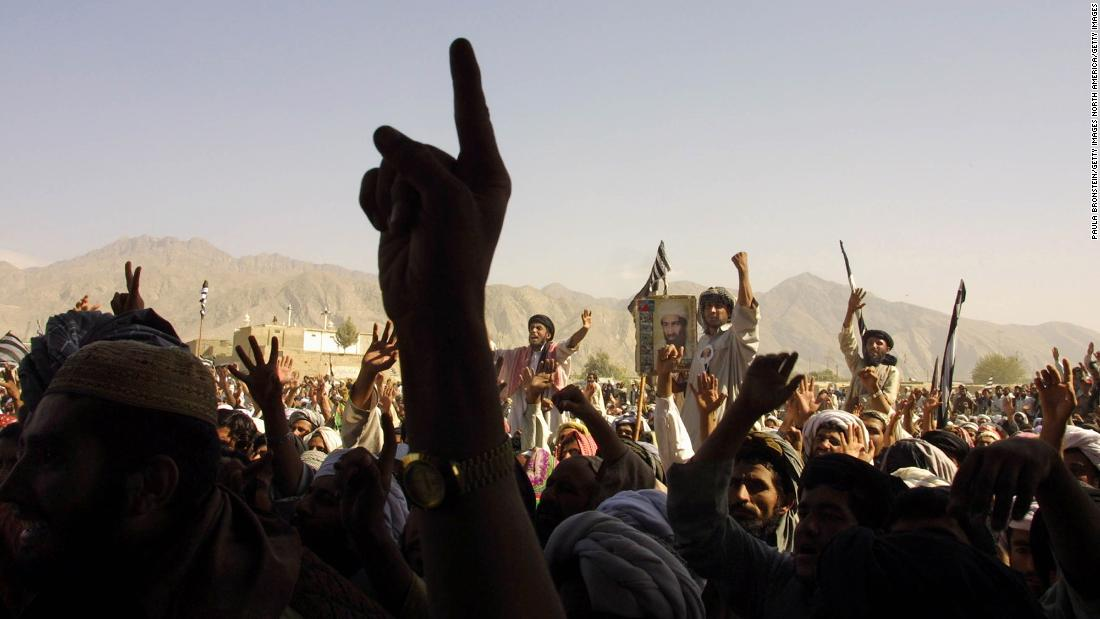 Thousands of Taliban supporters rally in Quetta, Pakistan, near the Afghan border, on October 1, 2001.