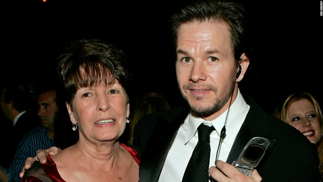 Mother of actors Donnie and Mark Wahlberg, dies