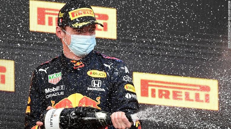 Max Verstappen merayakan kemenangannya di Imola Grand Prix.