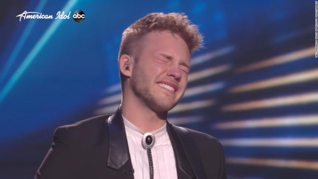 Katy Perry consoles 'Idol' contestant after he flubs lyric