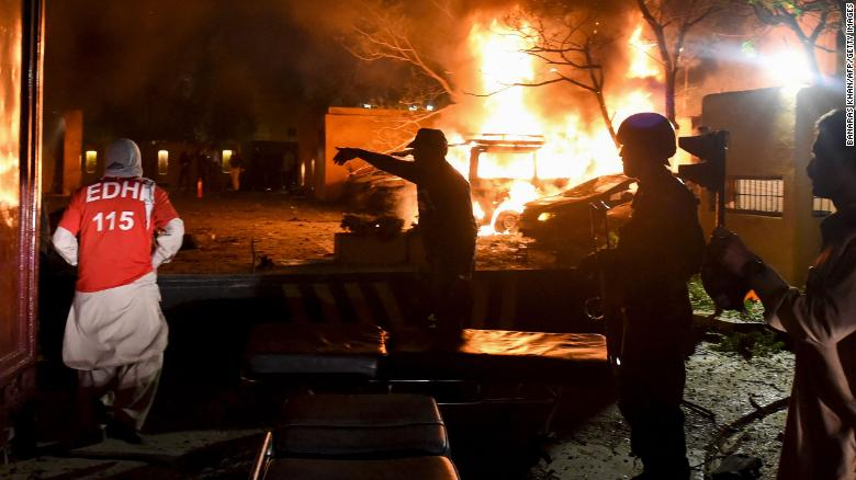 Car bombing outside luxury hotel in Pakistan kills 4 people