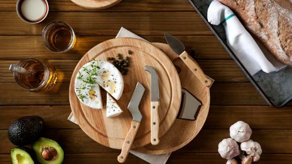 Papan Keju Personalisasi Memento Dengan Pisau 4 Bagian dan Peralatan Makan