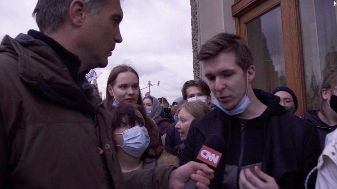 CNN speaks to protesters rallying in support of Navalny