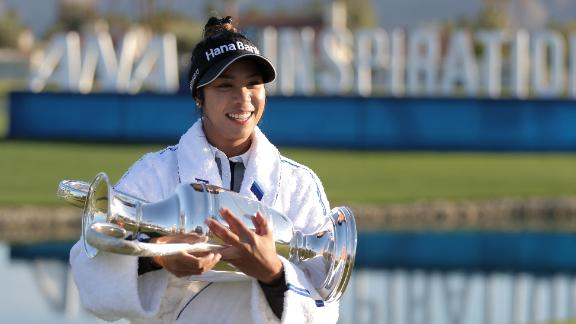 RANCHO MIRAGE, CALIFORNIA - APRIL 04: Patty Tavatanakit of Thailand poses with the trophy after winning the ANA Inspiration at the Dinah Shore course at Mission Hills Country Club on April 04, 2021 in Rancho Mirage, California. (Photo by Michael Owens/Getty Images)