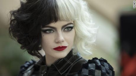 Emma Stone plays the role of Estella / Cruella in 'Cruella'.