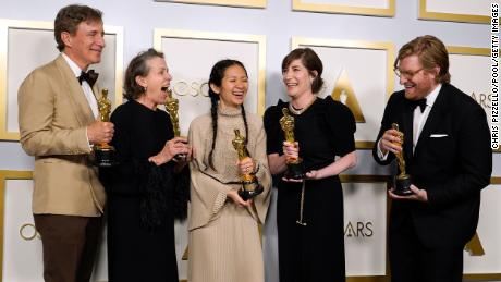 "LOS ANGELES, CALIFORNIA - APRIL 25: (L-R) Peter Spears, Frances McDormand, Chloe Zhao, Mollye Asher, and Dan Janvey, winners of Best Picture for ""Nomadland,"" pose in the press room at the Oscars on Sunday, April 25, 2021, at Union Station in Los Angeles. (Photo by Chris Pizzello-Pool/Getty Images)"