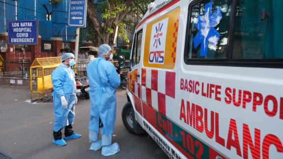 Health workers turn away an ambulance at the main entrance of the Lok Nayayak Jaiprakash Hospital in New Delhi on April 25.