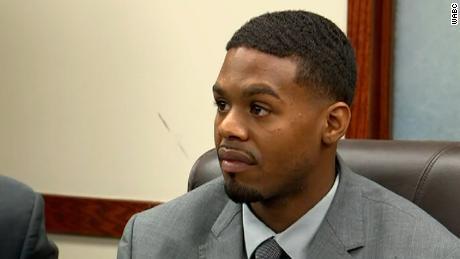 Un elettricista nero ha trovato una fune sospesa nel suo posto di lavoro a Long Island, New York, dice l'avvocato