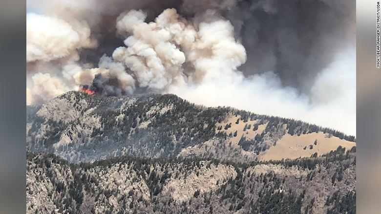 New Mexico wildfire has charred at least 4,000 acres and shows no sign of containment