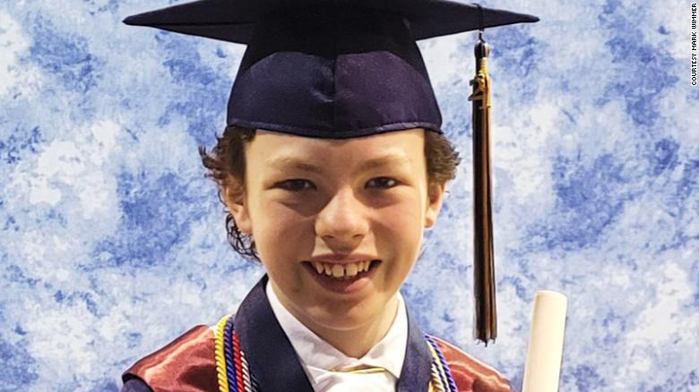 Tốt nghiệp sớm nhờ Covid19 210427160759-01-12-year-old-graduating-high-school-college-trnd-exlarge-169